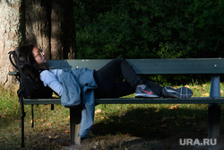 Виды Стокгольма. Швеция, девушка, спит, отдых, лежит на скамейке