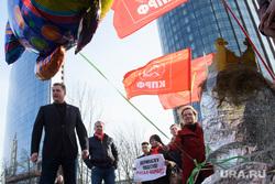 Акция свердловского КПРФ в поддержку Геннадия Зюганова. Екатеринбург, флаги кпрф, ивачев александр
