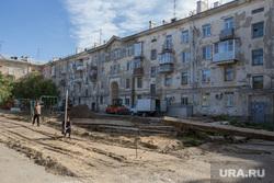 Строительные работы во дворе дома 37,  по ул Гоголя. Курган, жилой дом, строительство, раскопки, улица гоголя 37