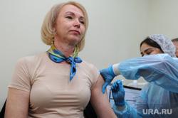 Прививку от гриппа поставит первый заместитель губернатора Челябинской области Ирина Гехт, а также руководители органов исполнительно власти региона. Челябинск, медсестра, укол, гехт ирина