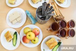 Школьная столовая в школе №136. Екатеринбург, пища, еда, школьная столовая, накрытый стол, обед, столовая, школьное питание, питание школьников, обеденное время