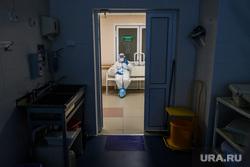 Дезинфекция красной зоны Госпиталя ветеранов войн. Екатеринбург, защитный костюм, инфекция, врач, больница, доктор, covid-19, covid19, coronavirus