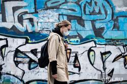 Екатеринбург во время пандемии коронавируса COVID-19, медицинская маска, защитная маска, маска на лицо, коронавирус, пандемия коронавируса
