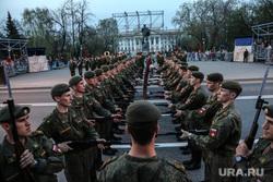 Репетиция парада к 9 Мая. Тюмень, солдаты, курсанты тввику