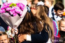 Средняя общеобразовательная школа № 106. Екатеринбург, первый класс, дети, первое сентября, день знаний, школа, цветы, подружки