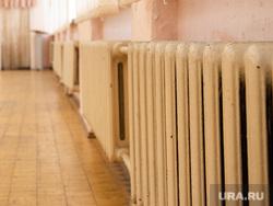 Торжественная линейка в школе № 106. Екатеринбург, отопление, школа, батареи