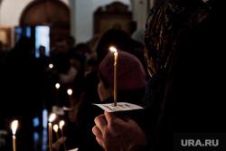Похороны Егора Перепелкина, погибшего в Керчи во время теракта. Челябинск, горе, скорбь, церковная свеча