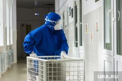 Госпитальная база по лечению коронавирусной инфекции. Магнитогорск, коридор больницы, защитные очки, защитная маска, защитная одежда, больница, covid19, коронавирус, ковид, противочумной костюм