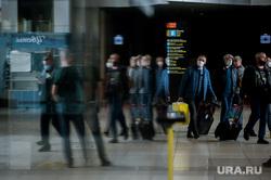Аэропорт Кольцово во время пандемии коронавируса. Екатеринбург, аэропорт кольцово, эпидемия, терминал а, медицинская маска, пассажиры, covid19, коронавирус