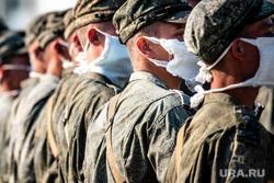Репетиция парада, посвященного 75-й годовщине Победы в Великой Отечественной войне в 32-м военном городке. Екатеринбург, армия, военные, солдаты, марш, медицинская маска, защитная маска, военнослужащие, военная форма, маска на лицо, строй, covid-19, covid19, коронавирус