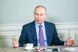 Владимир Путин на заводе