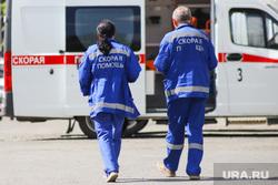 Территория БСМП. Курган, скорая помощь, фельдшер, машина скорой помощи, коронавирус