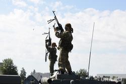 День 90-й гвардейской танковой дивизии в Чебаркуле, боевые действия, армия, солдаты, оружие, война, показательные выступления, пулеметчики