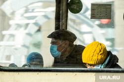 Соблюдение масочного режима в общественном транспорте. Челябинск, общественный транспорт, медицинская маска, пассажиры