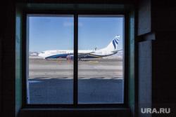 Отработка учений в магнитогорском аэропорту и горбольнице №1 по лихорадке Эбола, взлетная полоса, аэропорт, окно