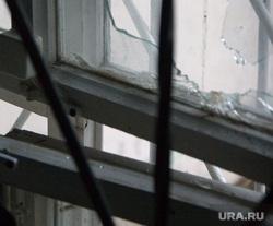 В здании мировых судей после взрыва 5 микрорайон д 1 А Курган 05.11.2013г, разбитые стекла, окно