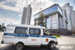 Побитые автомобили у входа в Заксобрание СО. Екатеринбург, здание заксобрания со, ппс