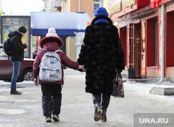 Школьники. Клипарт. Курган, школьники, рюкзак, школа, перемена, ученики с портфелями, ученики школы, школьный рюкзак