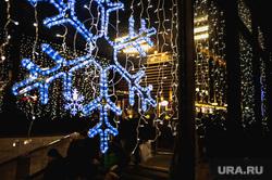 Оформление заведений к Новому году.  Екатеринбург, снежинка, метро, новый год, оформление города