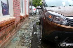Проиcшествие с машиной и рамой на Карла Либкнехта, 2. Екатеринбург, осколки стекла, автомобиль, машина