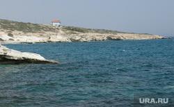 Виды Лимассола, Гирне, Куриона и Продромоса. ТРСК и Республика Кипр, берег моря, грот белый камень, средиземное море