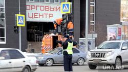 ДПС. Тюмень, машины, перекресток, дпс, неработающий светофор, дорожное движение, сотрудник дпс, дорога