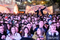 Группа The Hatters на Ural Music Night. Екатеринбург, концерт, массовое мероприятие, ночь музыки, зрители, толпа людей