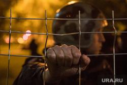 Второй день протестов против строительства храма Св. Екатерины в сквере около драмтеатра. Екатеринбург, решетка, росгвардия, силовые структуры, протест, храм на драме, сквер на драме