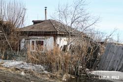 Внеочередное заседание Петуховской городской Думы. Петухово. Курганская область., деревня, развалившийся дом, покосившийся забор, хибара