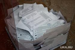 Единый день голосования 2019. Курган, избирательная комиссия, урна с бюллетнями, выборы, спортивный зал, бюллетени, избирательный участок, голосование, урна для голосования