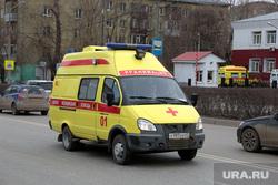 Город во время нерабочих дней, объявленных в связи с карантином по коронавирусу, третий день. Пермь, реанимобиль, скорая помощь