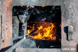 Работники «Водоканала» размораживают колонку по ул. Климова. Курган, огонь, разморозка колонки, разморозка водопроводных труб, колонка, колонка водоразборная