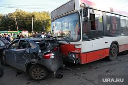Авария с автобусом с отказавшими тормозами в Перми на ул 1905 года, дтп, автобус, авария, разбитая машина