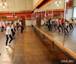 Дубровский. Златоуст., зеркало, отражение, дети, тренировка, танцы