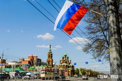 Город в преддверии празднования Дня Победы. Челябинск, флаг россии