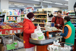 Доставка на дом продуктов питания и товаров первой необходимости социальными работниками. Екатеринбург, продукты, касса, социальная помощь, покупка продуктов, продуктовый магазин, социальный работник