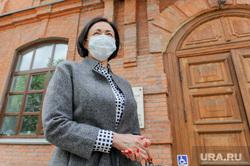 Котова Наталья на избирательном участке. Челябинск, маникюр, портрет, котова наталья, маска защитная
