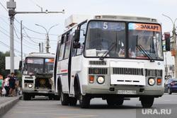 Демонтаж торговых павильонов на территории Некрасовского рынка. Курган , автобус, павильоны, торговые павильоны