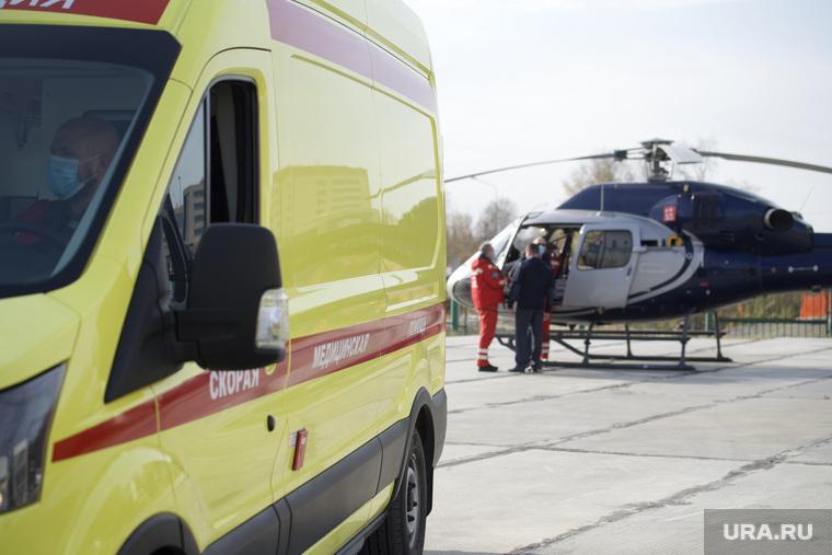 Вертолёт с девушкой из Магнитогорска, пострадавшей при падении в Оленьих ручьях. Екатеринбург