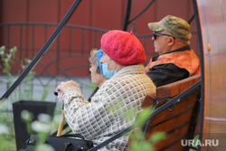 Автопарад в рабочем посёлке Лебяжье.  Курган , бабушки на скамейке, пенсионеры