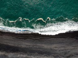 Клипарт unsplash.Tomáš Malík, море, побережье, пляж, курорт, отпуск, волны, океан, отдых, вид сверху, туризм, путешествие, исландия, черный песок