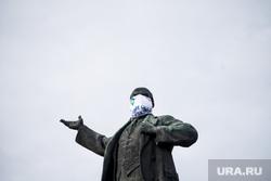 Памятники Екатеринбурга в медицинских масках (НЕОБРАБОТАННЫЕ). Екатеринбург