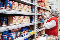 Противоэпидемические меры, предпринимаемые торгово-развлекательными центрами Екатеринбурга, гастроном, гипермаркет, медицинская маска, магазин, прилавок, маска на лицо, продуктовый магазин