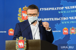 Брифинг Алексея Текслера в медицинской маске по коронавирусу. Челябинск , текслер алексей