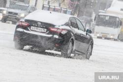 Виды Екатеринбурга, правительственный автопарк, непогода, служебный автомобиль, зимняя дорога, дорога в снегу