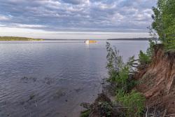 Природа Пермского края. Пермь, река, берег, кама, баржа