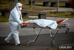 Приемный покой в 40 ГКБ в Коммунарке. Москва, каталка, защитный костюм, приемный покой, медики, врачи, скорая помощь, санитары, врач, больница, фельдшер, доктор, коронавирус, противочумной костюм, лежачий больной, SARS-CoV-2