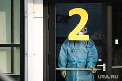 Скорая помощь в 40 ГКБ в Коммунарке. Москва, защитный костюм, приемный покой, медики, врачи, скорая помощь, санитары, врач, больница, фельдшер, доктор, коронавирус, covid, ковид, противочумной костюм, SARS-CoV-2, вторая волна