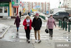 Город во время режима самоизоляции. Сургут, медицинская маска, вирус, люди в медицинских масках, санитарные нормы