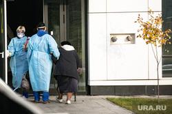 Приемный покой в 40 ГКБ в Коммунарке. Москва, защитный костюм, приемный покой, медики, врачи, бабушка, скорая помощь, санитары, врач, больница, фельдшер, доктор, противочумной костюм